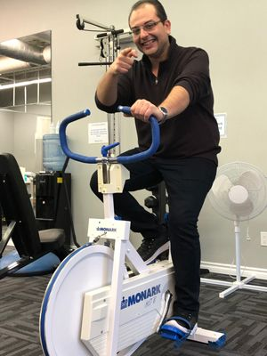 physiotherapist doing cycling